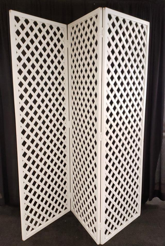 Where to find LATTICE BACKDROP,3 PIECE-SQUARE in Lacey